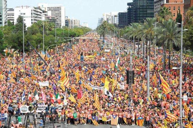 تظاهرات یک میلیون نفری جدایی طلبان کاتالونیا در بارسلون