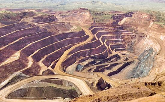 دبیر انجمن اقتصاددانان ایران عنوان کرد: مزاحمت های محلی مانع توسعه بخش معدن است