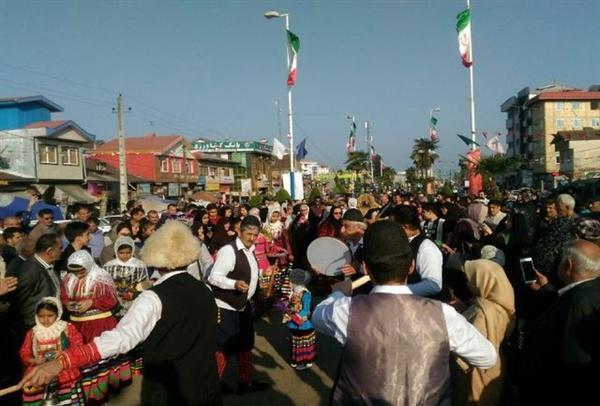 کارناوال شادی به مناسبت نوروز 98 در املش برگزار گردید