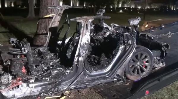 همه به دنبال علت تصادف مرگبار خودروی تسلا